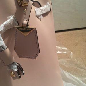 d02028913612 MICHAEL Michael Kors Bags - NWT Michael Kors Blakely Medium Bucket Bag Pink